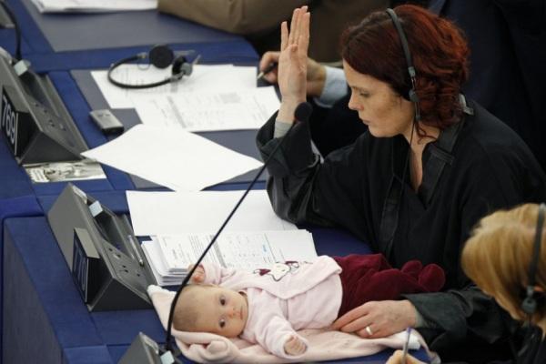 deputata danese con bimba